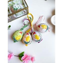 Uova con pulcino giallo...
